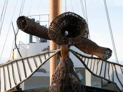 Svartlöga: Skibet, der repareres med kunst